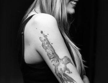 Kolibri Tattoo von Laura gestochen - Blutkunst Tattoostudio & Piercingstudio - Freiburg