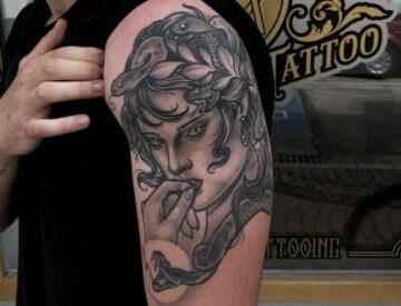 Blackandgray bng realistic Medusa Tattoo Blutkunst