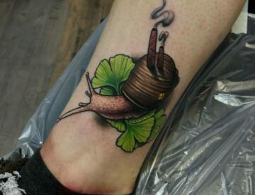 Neotrad neotraditional Tattoo snail ginko small